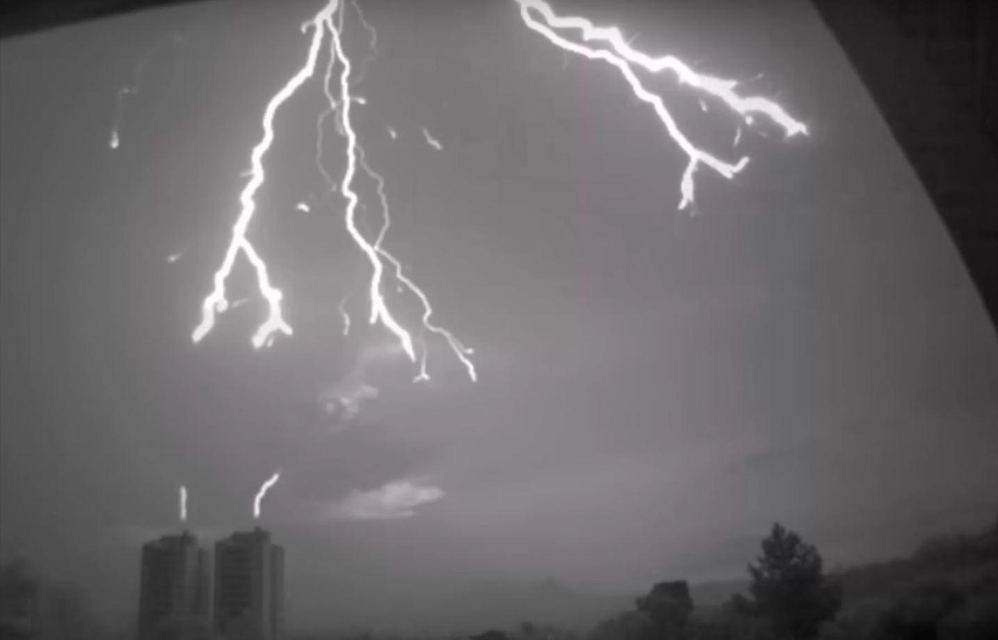Blitz zum ersten Mal mit einer Hochgeschwindigkeitskamera eingefangen